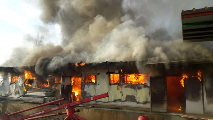 Ferma primarului comunei Dangeni a fost incendiata