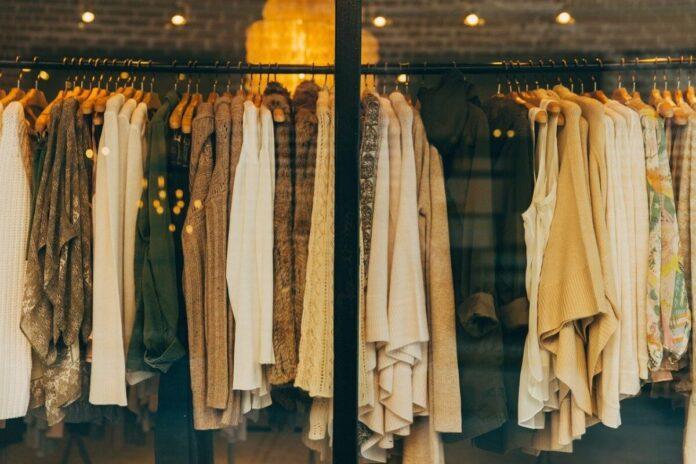 TOP 3 locuri in care femeile minione pot gasi hainele potrivite pe timp de pandemie